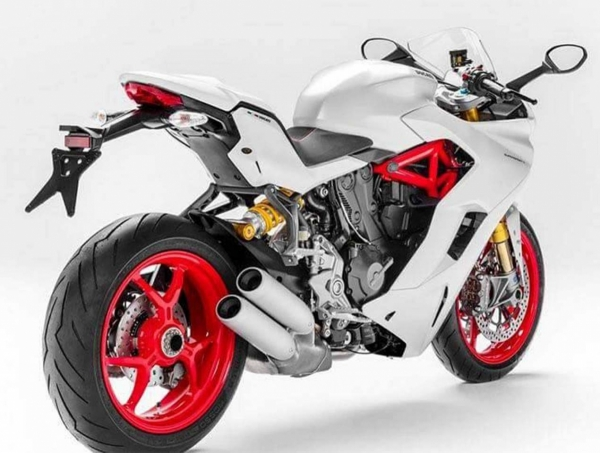 2017-Ducati-SuperSport-INTERMOT-leak-03_0.jpg
