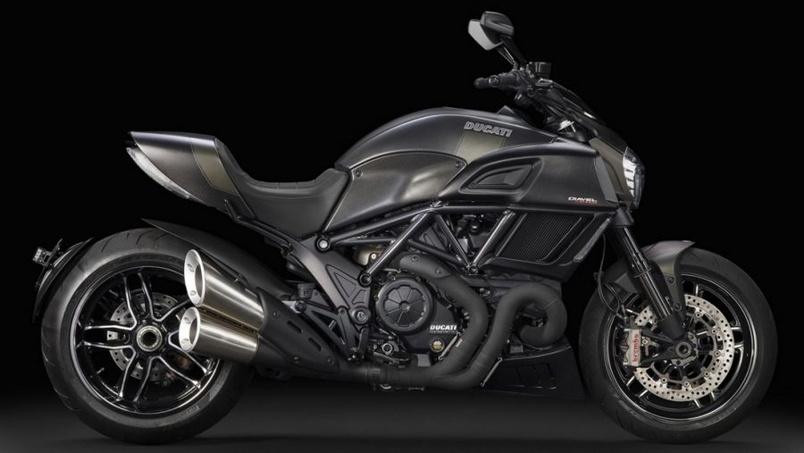 Diavel-Carbon_2016_02.jpg